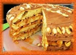 Торт «Сникерс» с безе в домашних условиях