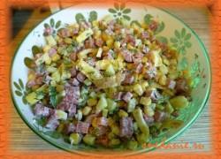 Салат с омлетом, ветчиной и кукурузой— рецепт с фото