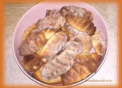 Сосиски в тесте из дрожжевого теста в духовке. Рецепт теста для хлебопечки. Красиво их завернуть