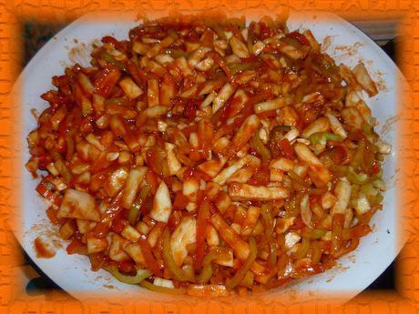 Выложить в закипевший маринад овощи
