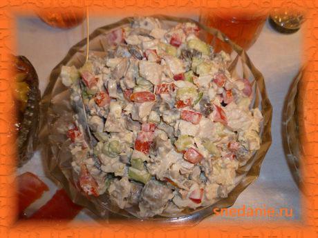 Салат из курицы с шампиньонами
