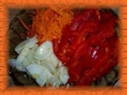 Пока обжаривается мясо, подготавливаем овощи