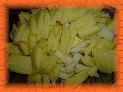 Картошку режем брусочками