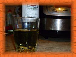 Наливаем 100 мл белого сухого вина