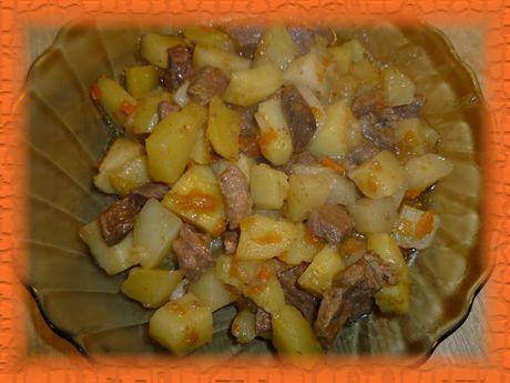 Картошка, тушеная с мясом в мультиварке
