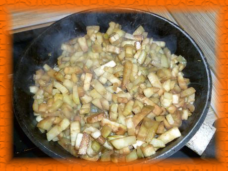 Обжариваем баклажаны на растительном масле 5-7 минут