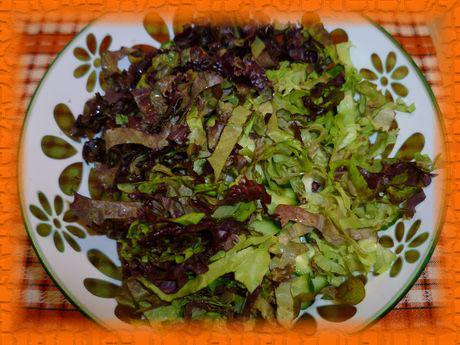 Добавляем листья салата