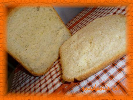 Белый пшеничный хлеб на курином бульоне с чесноком