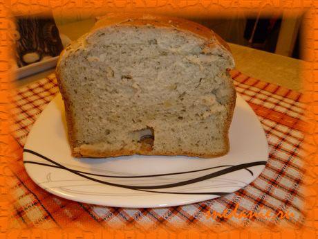 Пшеничный хлеб с чесноком и укропом в хлебопечке