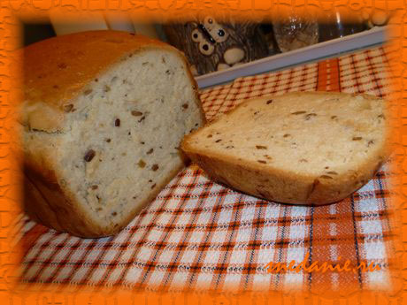 Сметанный хлеб с семечками в хлебопечке - рецепт с фото