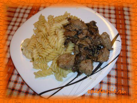 Свинина с шампиньонами в сливочном соусе - рецепт с фото