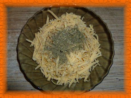 Трем сыр и добавляем прованские травы