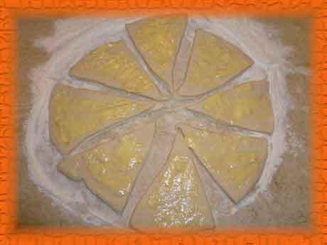 Намазываем тонким слоем каждый треугольник