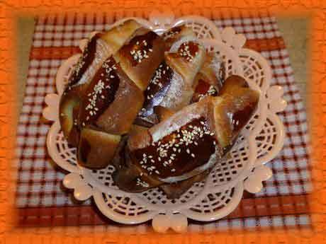Вкусные рогалики к чаю, рецепт теста для хлебопечки с фото