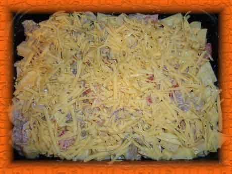 Посыпаем тертым сыром и ставим в духовку