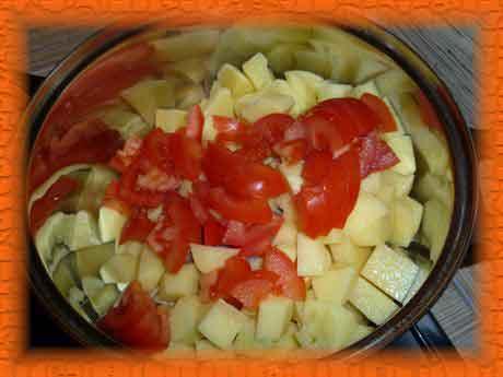 Кладем помидор